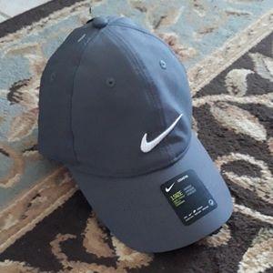 Nike Accessories - Nike Legacy dri-fit unisex hat